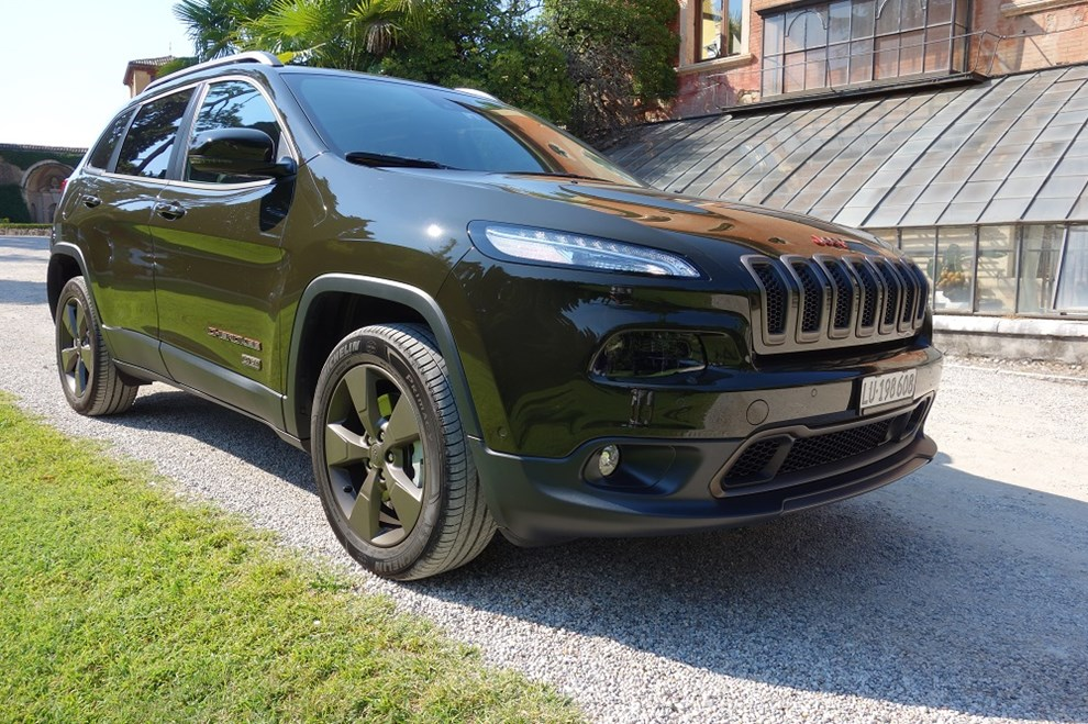 jeep grand cherokee in the army now. Black Bedroom Furniture Sets. Home Design Ideas