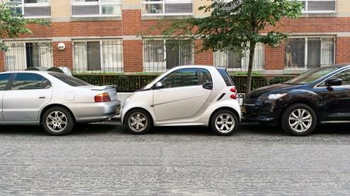 Capteurs de stationnement et park assist - quelles différences entre ces deux systèmes ?