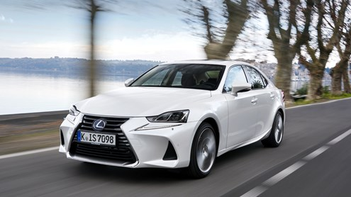 LEXUS IS - Gesicht in der Menge
