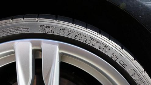 Reifenaufbau verstehen, Symbole und Kennzahlen auf Reifenflanke deuten